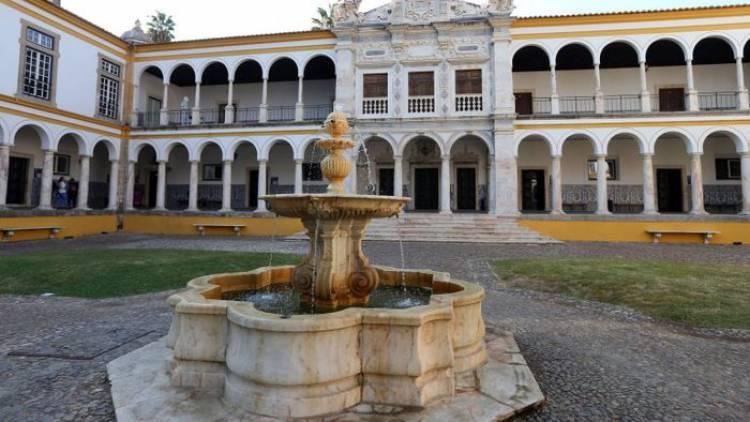 Universidade de Évora é a que mais beneficia da medida do Governo com aumento de 8% das vagas