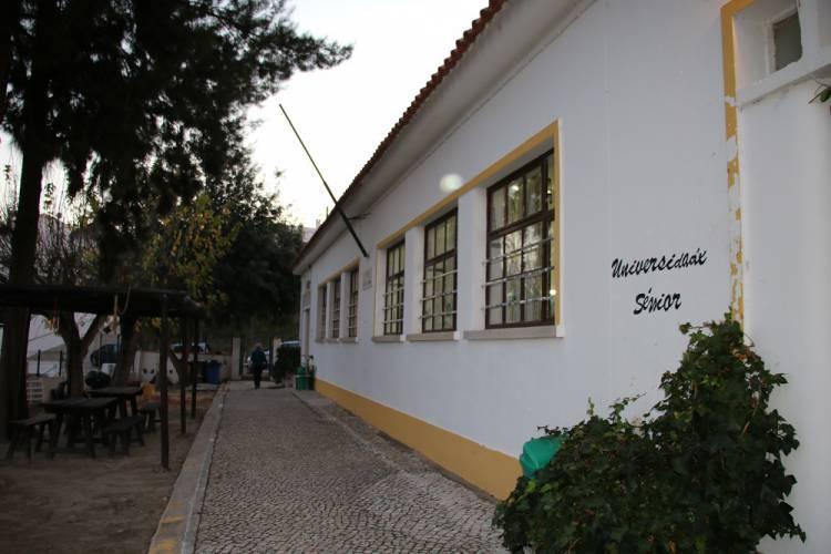 Câmara Municipal de Alcácer lança concurso para remodelação da Escola dos Açougues/Universidade Sénior