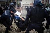 André Ventura agredido por manifestantes, de etnia cigana. A policial, faz várias detenções no local.