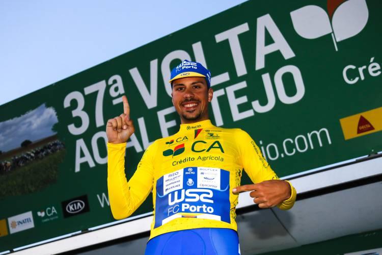 Volta ao Alentejo: João Rodrigues parte para a última etapa com a camisola amarela (c/som)