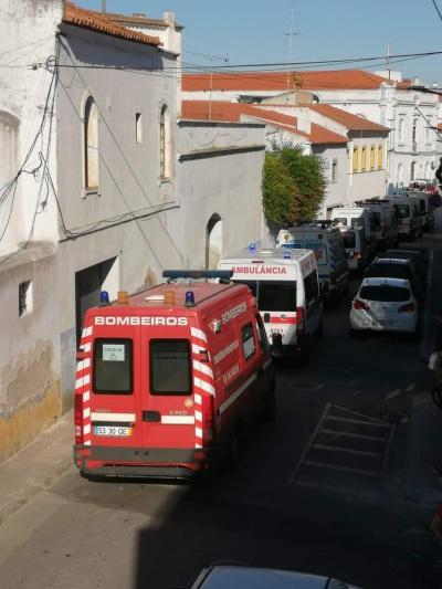 Reguengos de Monsaraz: Idosos infetados por Covid 19  transportados do lar para hospital de campanha montado no Parque de feiras da cidade