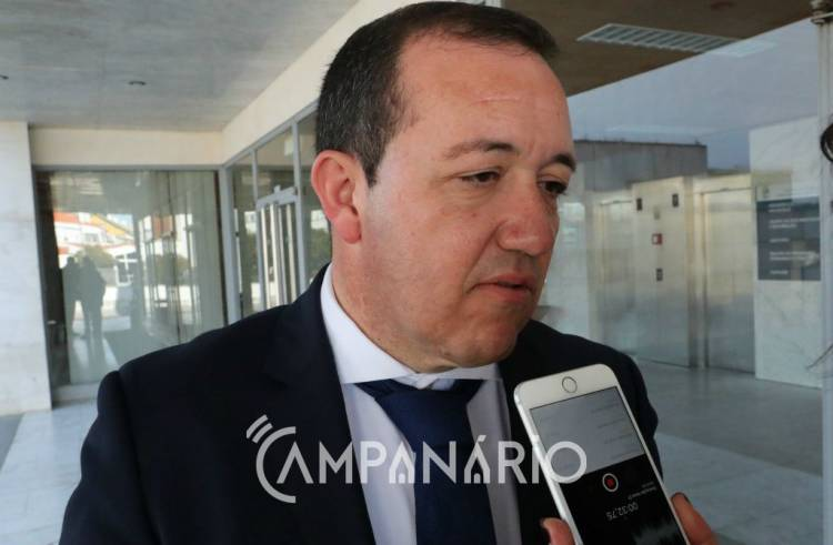 """Presidente da CCDRA diz que autarca de V.V. """"devia querer dizer POSEUR e não CCDRA"""", relativamente ao chumbo de candidaturas das ETAR's (c/som)"""
