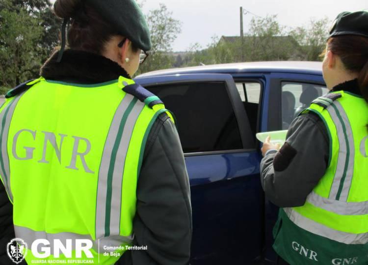 GNR detém individuo em flagrante delito por condução sob influência de álcool em Estremoz (c/som)