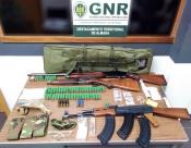 GNR de Setúbal apreende armamento e produtos estupefacientes em Monte da Caparica