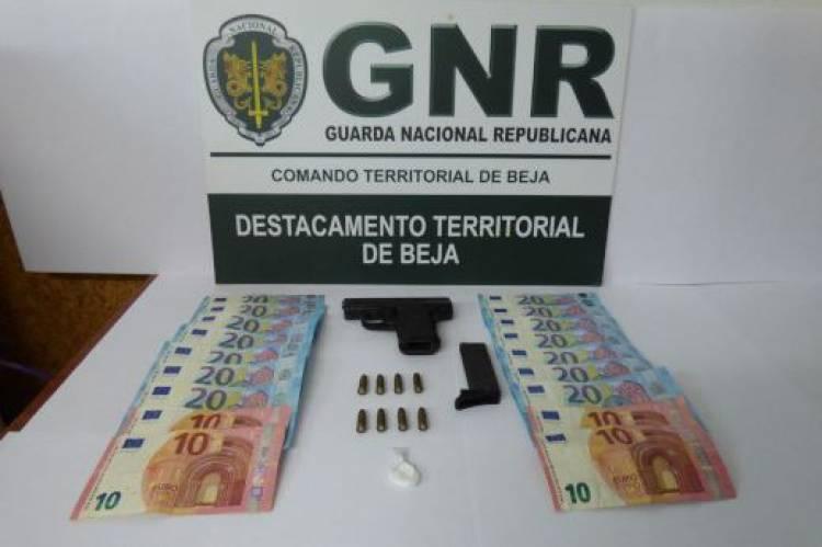 Homem de 32 anos detido com droga e arma de fogo municiada em Beja
