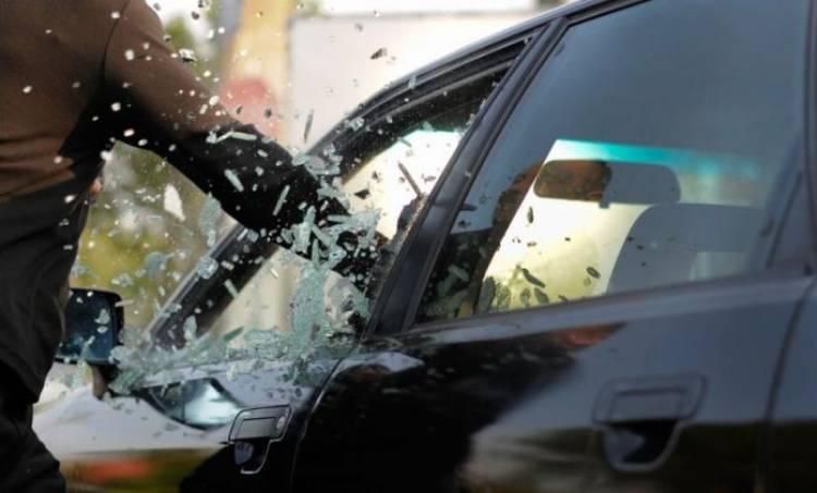 Évora: Homem de 21 anos detido em flagrante delito a furtar interior de carro
