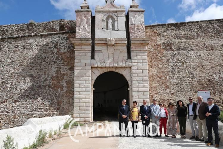 """Secretária de Estado visitou Portas dos Currais em Estremoz, património """"que há muitos anos não tinha qualquer tipo de intervenção"""". A RC deixa-lhe as fotos da visita (c/som)"""