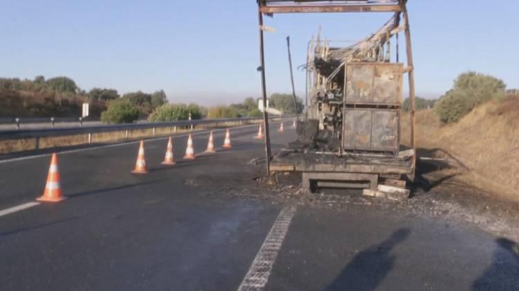 Incêndio em camião condiciona trânsito na A6 em Évora