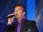 Tony Carreira regressa aos palcos e remarca concertos