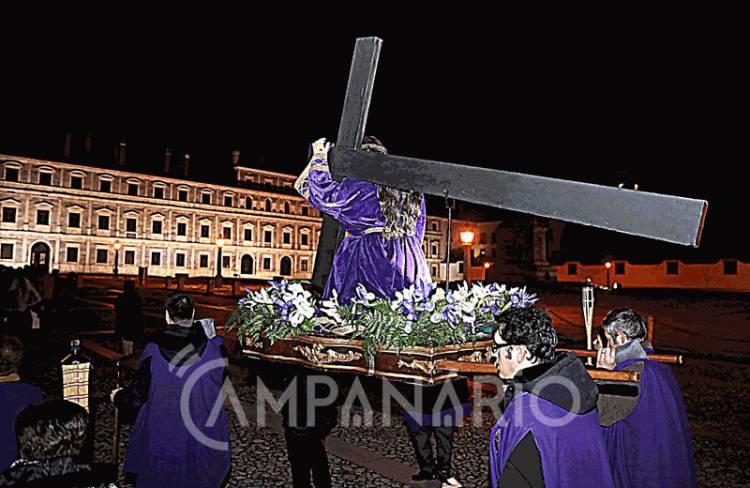 Realizou-se em Vila Viçosa a procissão que relembra os passos de Cristo com a cruz deste a condenação ao calvário (c/fotos)
