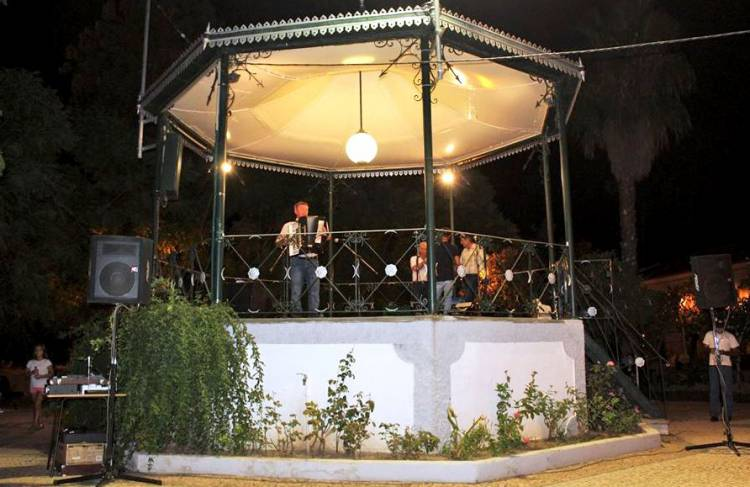 Acordeonistas do concelho de Mourão animaram noite no coreto municipal