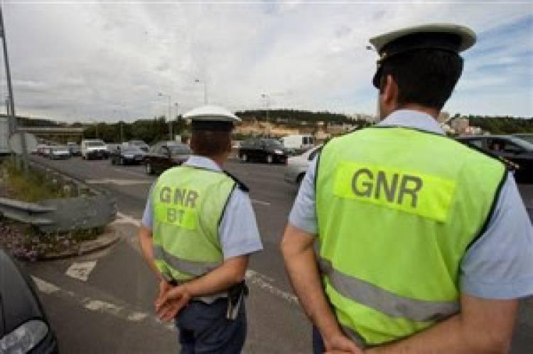 GNR registou mais 40infrações rodoviárias esta quinta-feira, no distrito de Évora (c/som)