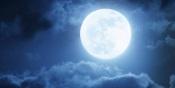 Um fenómeno raro está a chegar: prepare-se para ver a Lua Azul nesta noite de Halloween