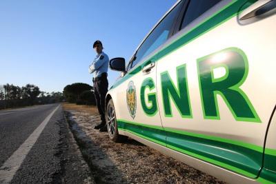 GNR registou 47 infrações, 6 acidentes e 2 detenções, no distrito de Évora, durante esta quinta feira (c/som)